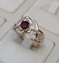 Load image into Gallery viewer, Garnet Silver Ring