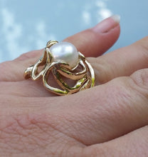 Load image into Gallery viewer, Gold Large Pearl Ring