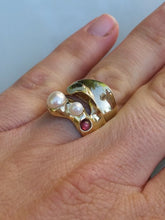 Load image into Gallery viewer, Pearls Gold Ring