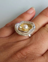 Load image into Gallery viewer, Silver And Gold Pearl Ring