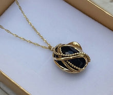 Load image into Gallery viewer, Onyx Gold Pendant