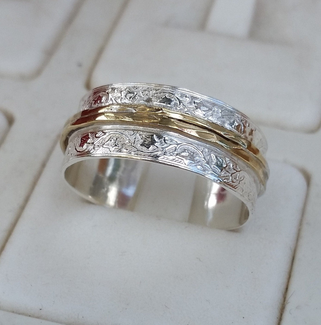 silver and gold wedding band