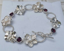 Load image into Gallery viewer, Silver Flower Gems Bracelet
