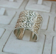 Load image into Gallery viewer, silver wedding band