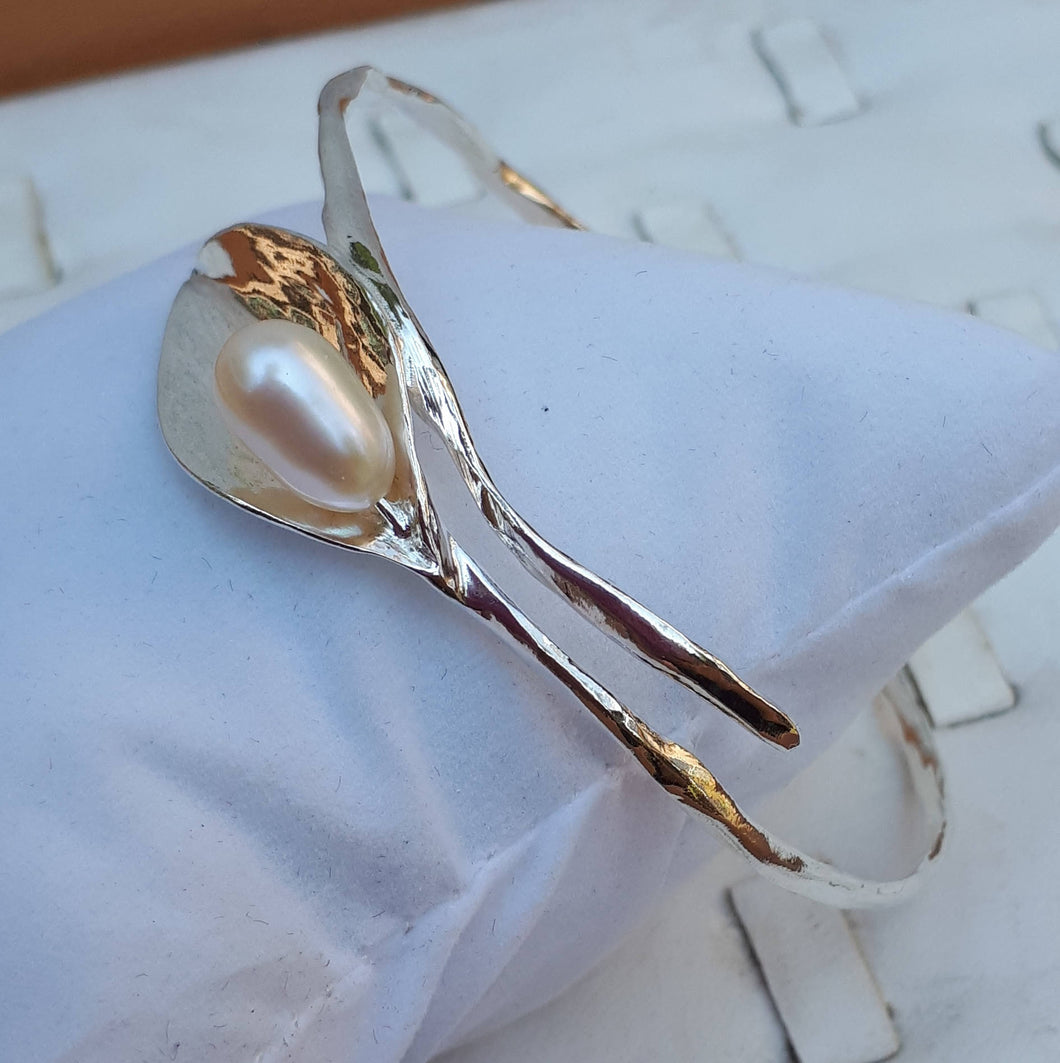 Calla Lily Silver Pearl Bangle