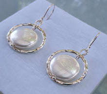 Load image into Gallery viewer, Mother Of Pearl Silver Earrings