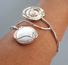 Load image into Gallery viewer, Mother Of Pearl Silver Bangle