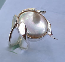 Load image into Gallery viewer, mother of pearl ring