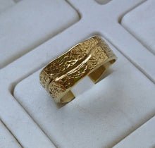 Load image into Gallery viewer, Gold Wedding Band