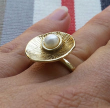 Load image into Gallery viewer, Pearl Gold Ring
