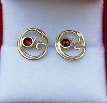 Load image into Gallery viewer, garnet gold earrings