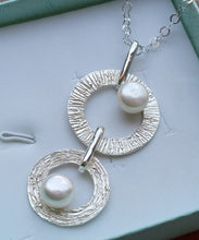 Load image into Gallery viewer, Silver Pearls Pendant