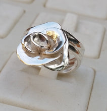 Load image into Gallery viewer, silver flower ring