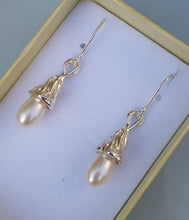 Load image into Gallery viewer, drop pearl earrings