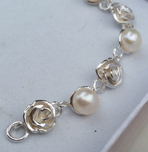 Load image into Gallery viewer, Flower Silver Pearl Bracelet