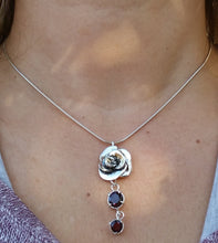 Load image into Gallery viewer, silver garnet pendant