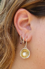 Load image into Gallery viewer, Silver Gold Pearl Earrings