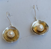 Load image into Gallery viewer, silver and gold pearl earrings