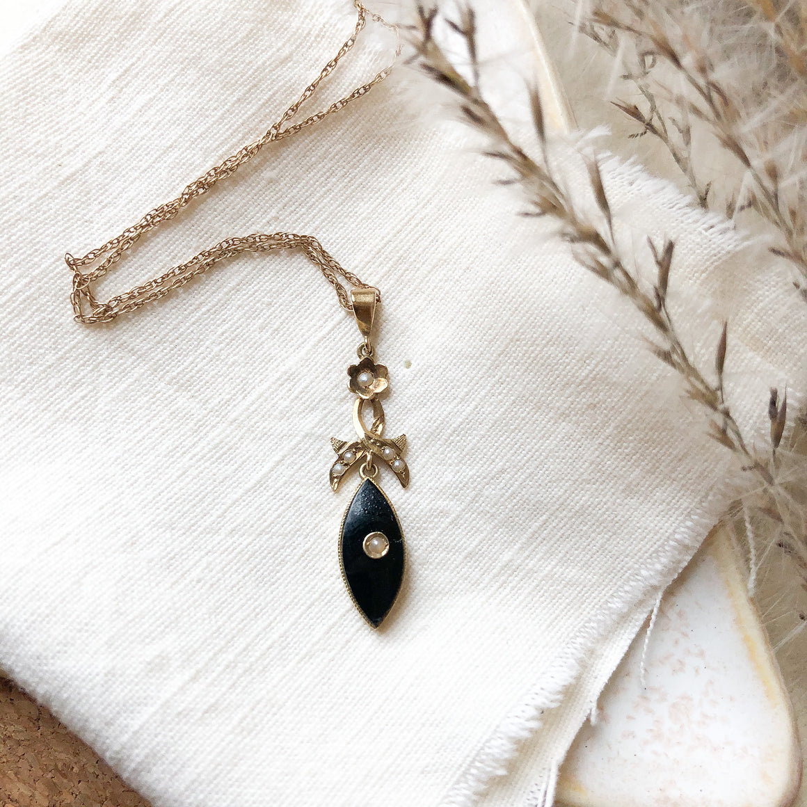 10k onyx and seed pearl pendant
