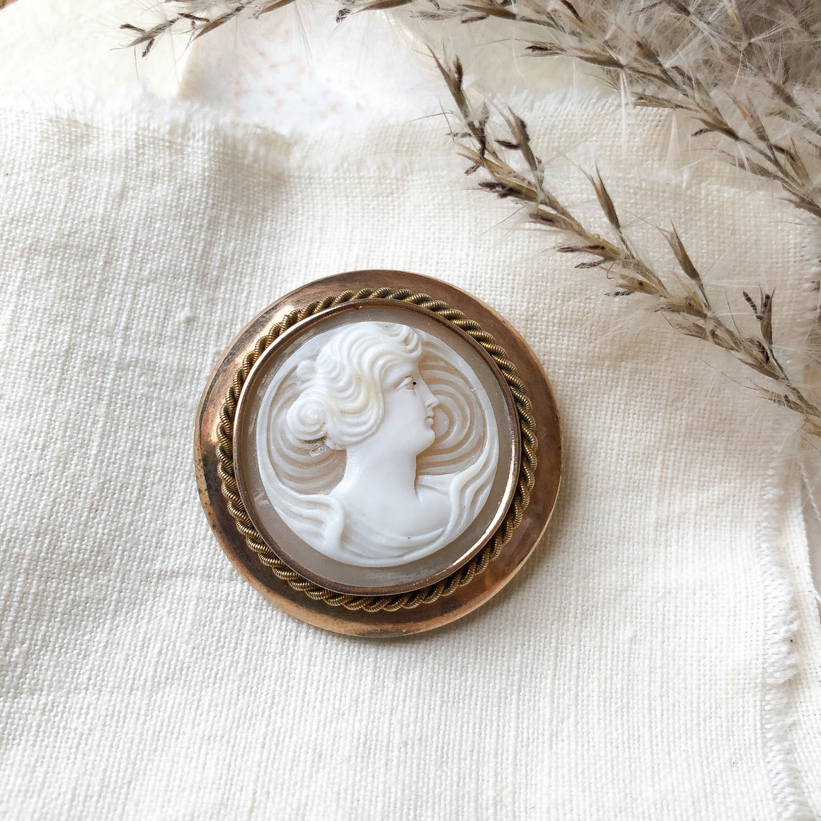 9k shell cameo brooch
