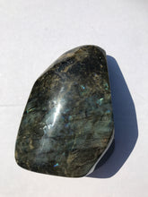 Load image into Gallery viewer, Labradorite 6