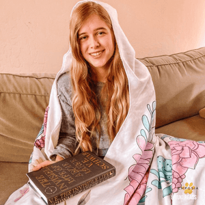 book-lovers-sherpa-hooded-blanket-review-emposia
