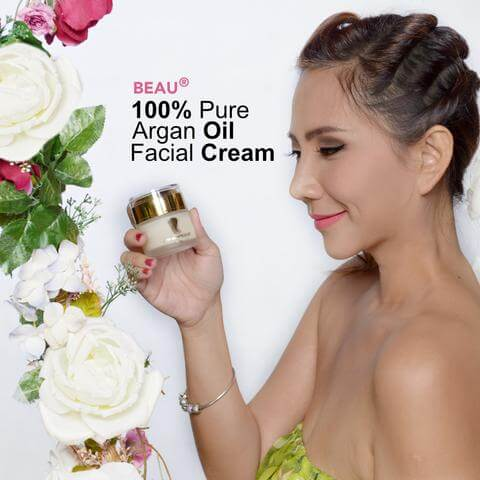 Alvi Tan holding a jar of Beau Facial Day Cream, Why Choose Us, Bus Stop Advertisement, buy argan oil malaysia, argan oil online, best argan oil, best argan oil for skin, argan oil ingredients, amazing benefits of Arganne 100% Pure Argan Oil, imported from Morocco