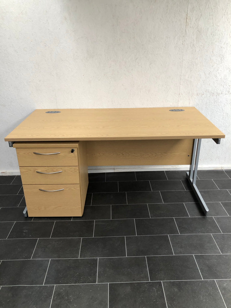 Straight desk 1600mm