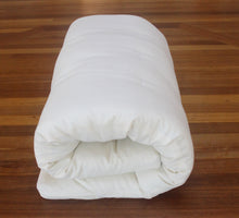 Load image into Gallery viewer, Our 7.5cm thickness is the Japanese traditional roll-up futon