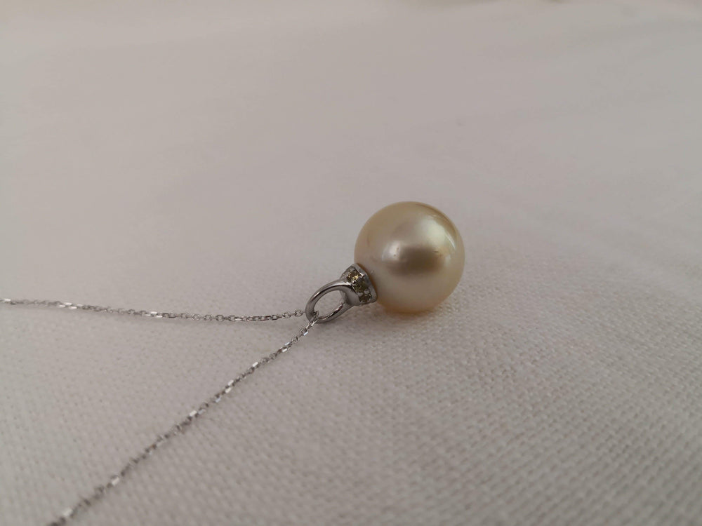 Load image into Gallery viewer, 14 mm South Sea Pearl Pendant Necklace, Sapphires and Gold