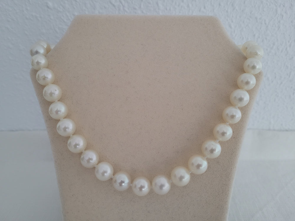 South Sea Pearls 10-11,80 mm Round White Color, 18 Karat Gold