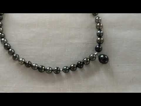 Load and play video in Gallery viewer, Tahiti Pearls necklace & Drop Pendant 13x16 mm