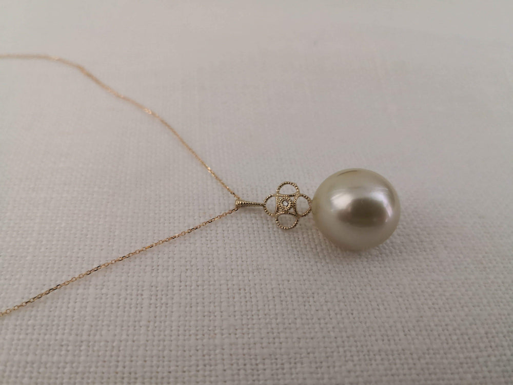 South Sea Pearl Pendant 16 mm, diamond, 14 Karats Gold