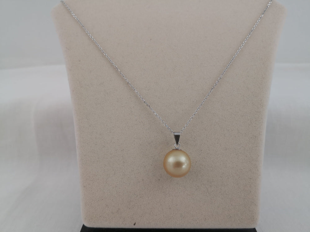 South Sea Pearls Pendant, 15 mm Round, 18 Karats Gold
