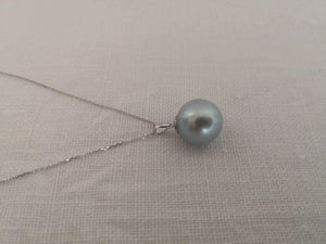 Laden Sie das Bild in den Galerie-Viewer, Unique Blue Natural Color 14 mm Round South Sea Pearl Pendant