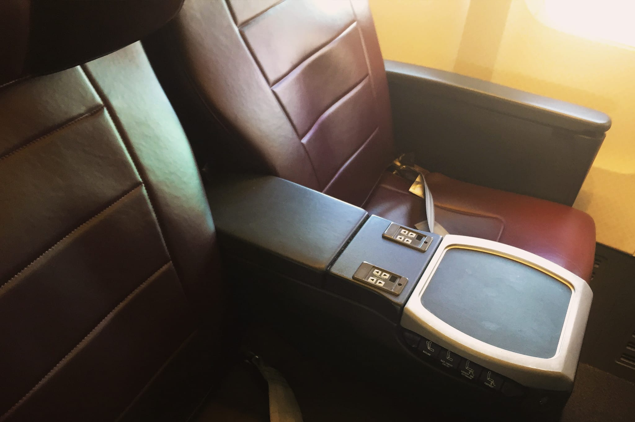 Qantas 737 Business Class Seats with audio video