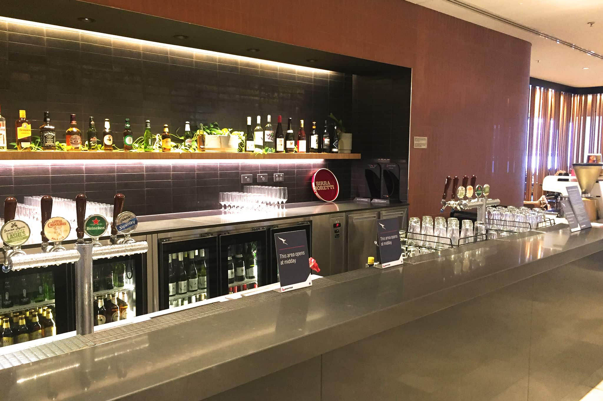 Perth Qantas Business Class Lounge Bar