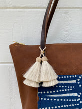 Load image into Gallery viewer, Small Indigo + Tumbleweed Tote with Zipper