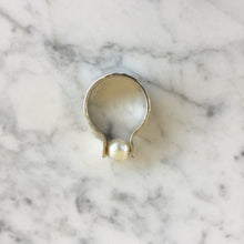 Load image into Gallery viewer, Suspended Pearl Ring