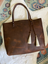 Load image into Gallery viewer, Leather Tote, horsehair tassel