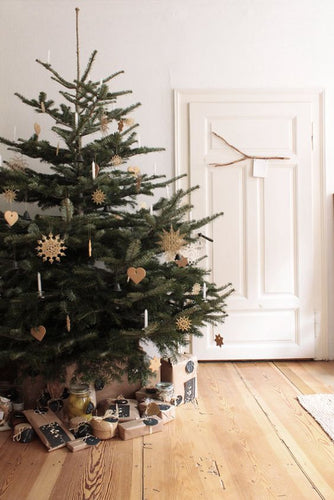 SIMPLE CHRISTMAS SCANDI STYLING