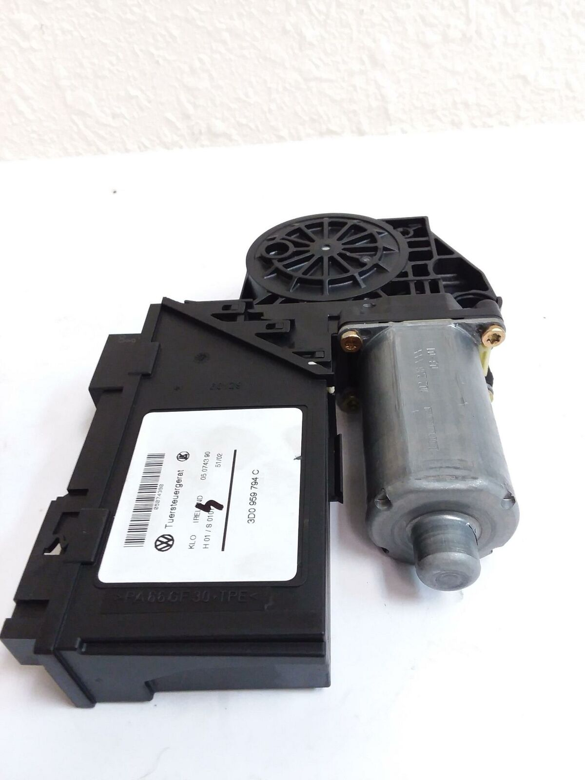 03-06 Porsche Cayenne S Rear Right Drivers side Window /Glass Regulator Motor - Click Receive Auto Parts