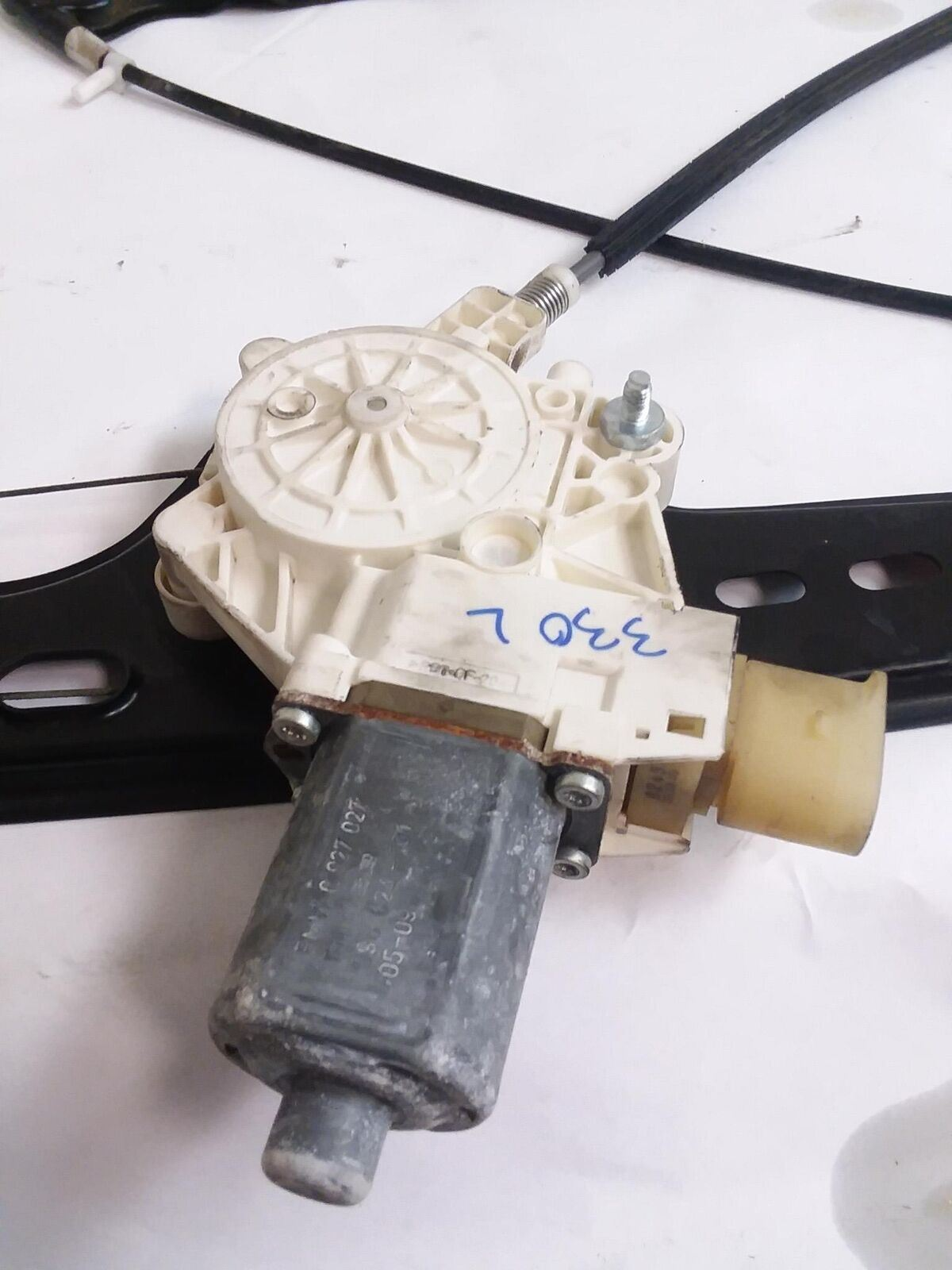 06-11 BMW E90 325I 328I 330I 335I M3 FRONT LEFT SIDE WINDOW REGULATOR WITH MOTOR - Click Receive Auto Parts