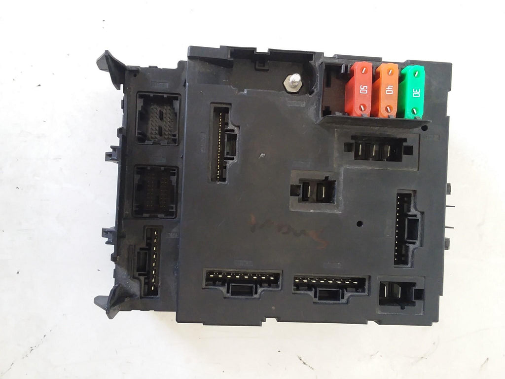 2013 Smart Car Fortwo fuse relay box A4519017400 / A4519005301 OEM