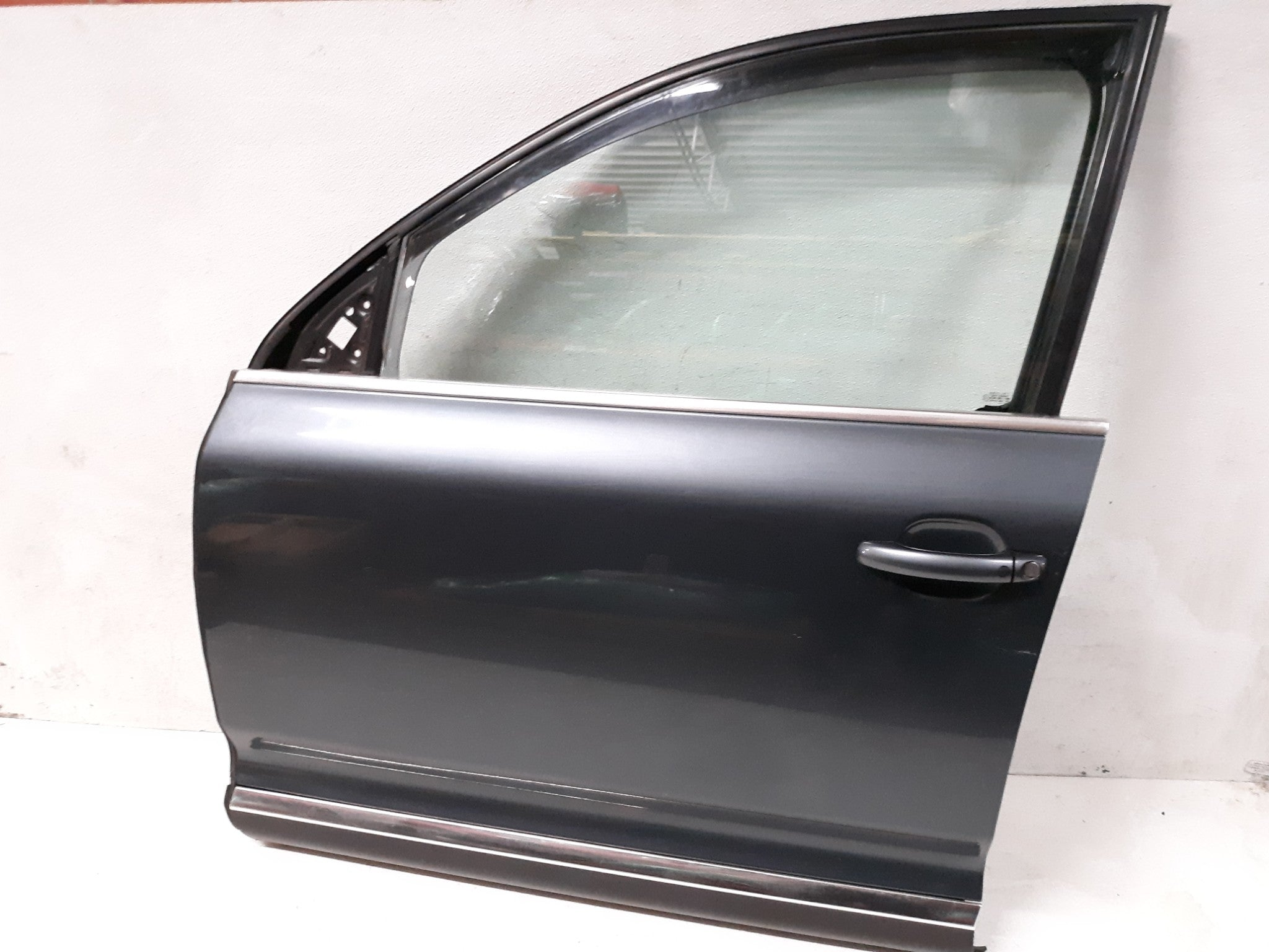 2004-2010 VW VOLKSWAGEN Touareg Front left driver Door road grey 7L6837729A OEM