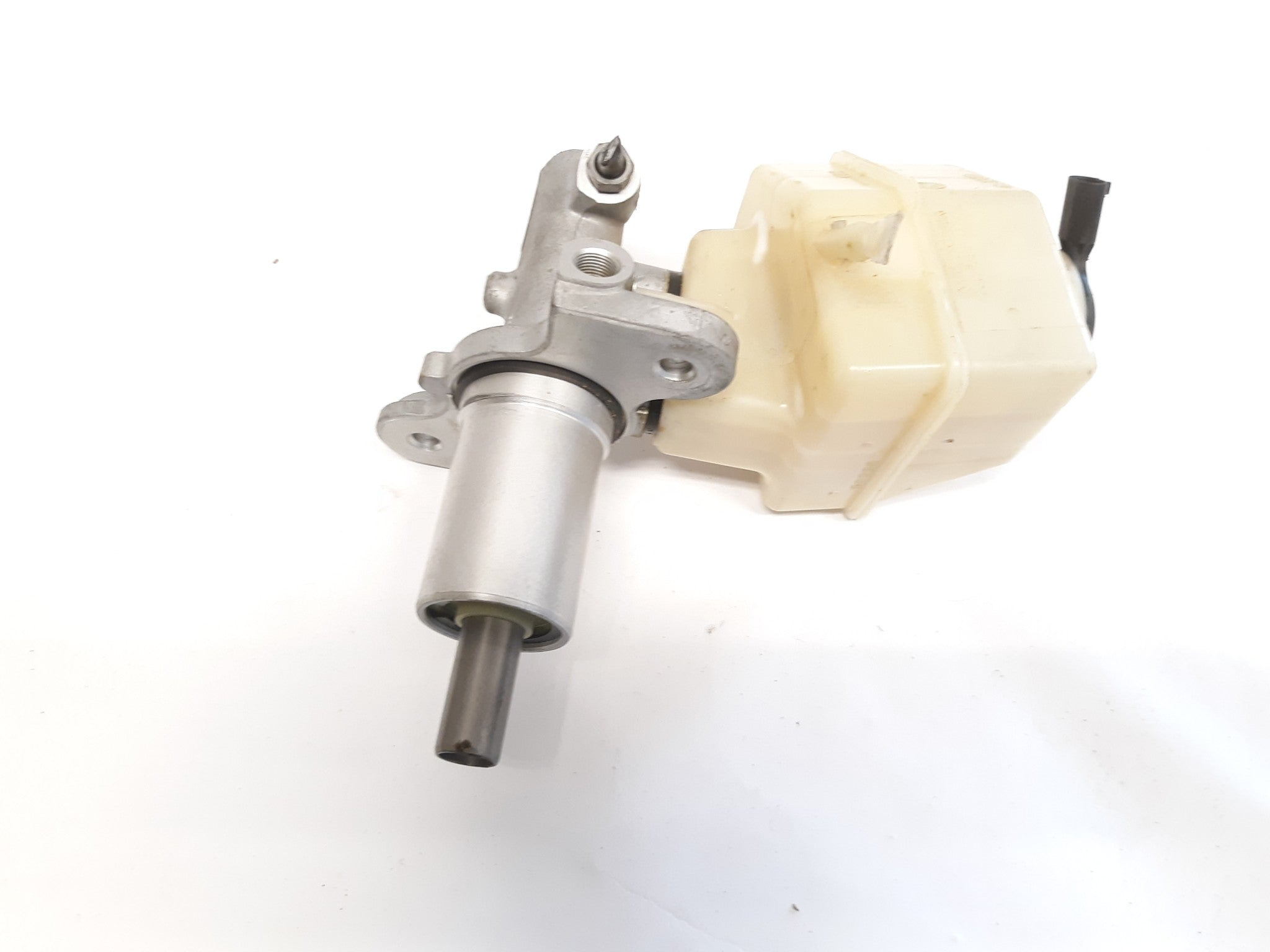 2004-2010 BMW X3 (E83) - BRAKE MASTER CYLINDER W/ FLUID RESERVOIR 32067199
