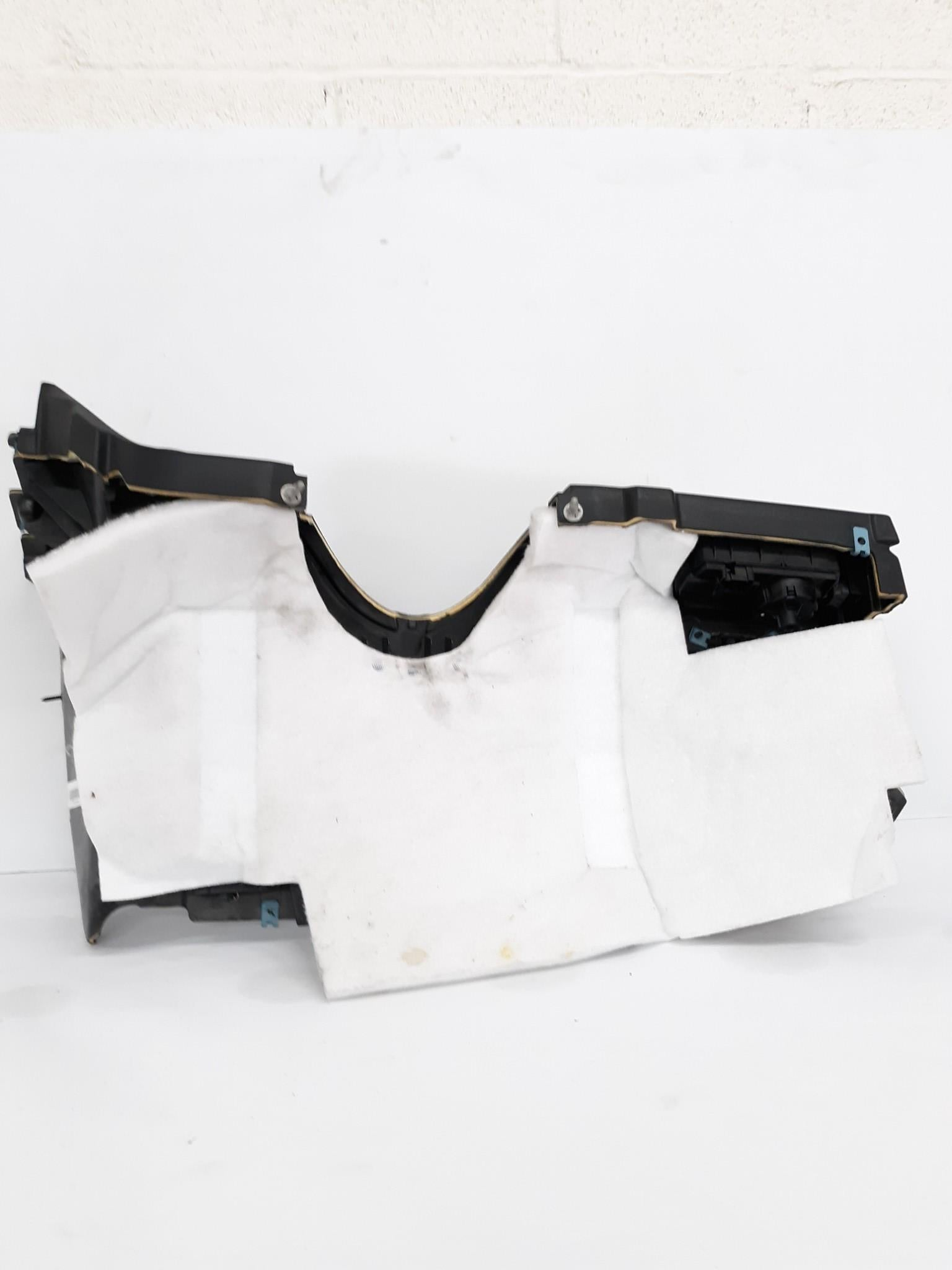 06-11 MERCEDES W164  INSTRUMENT DASH PANEL KNEE BOLSTER COVER BLACK 1646802387 - Click Receive Auto Parts