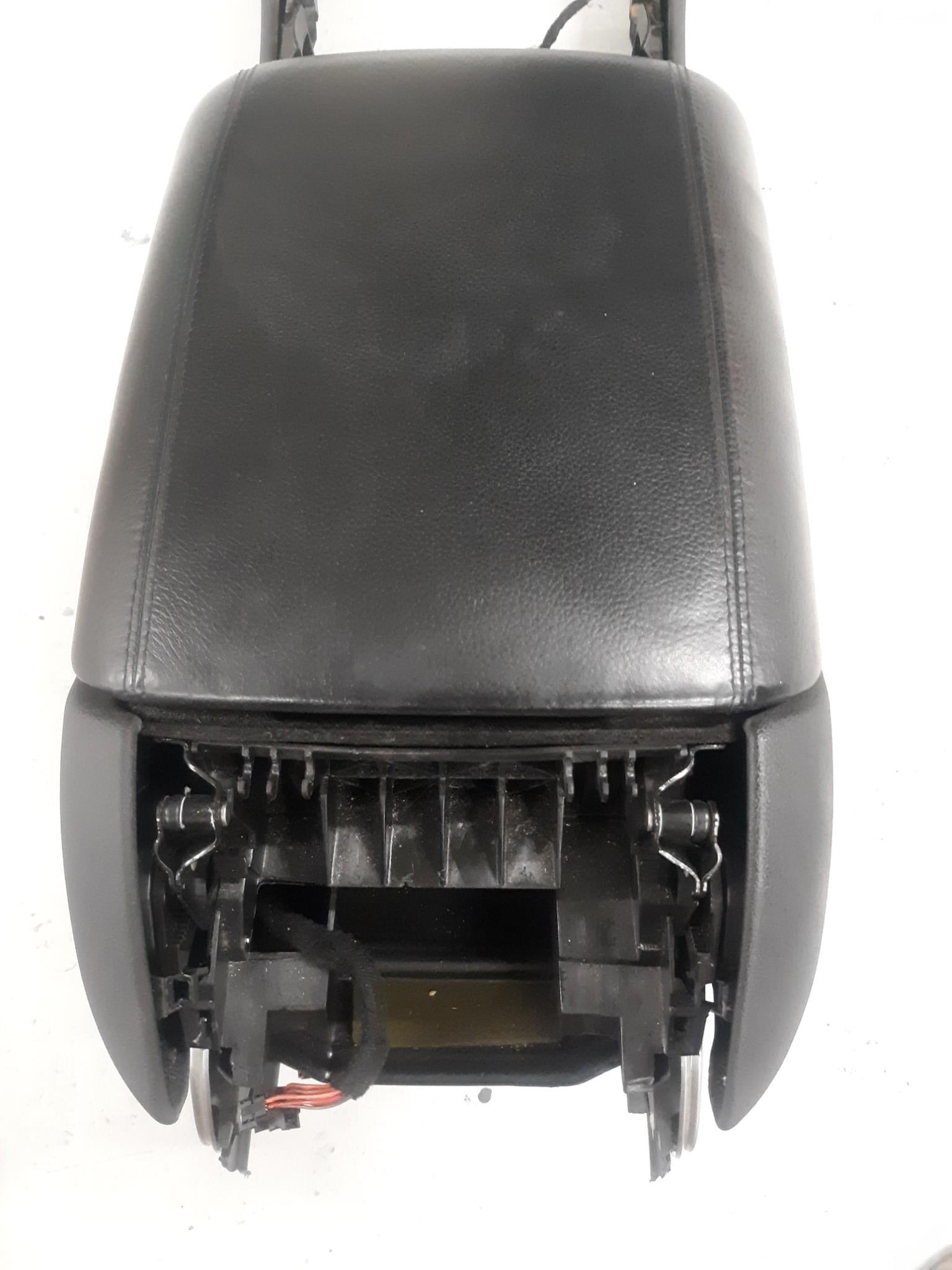 06-12 MERCEDES W251 R350 ML320 FRONT CENTER CONSOLE LEATHER ARM REST STORAGE OEM