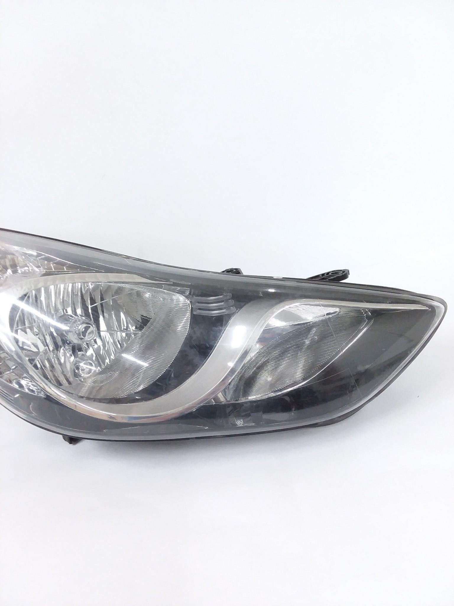 2014 - 2016 Hyundai Elantra Headlight Halogen Right Passenger OEM 92102-3X - Click Receive Auto Parts