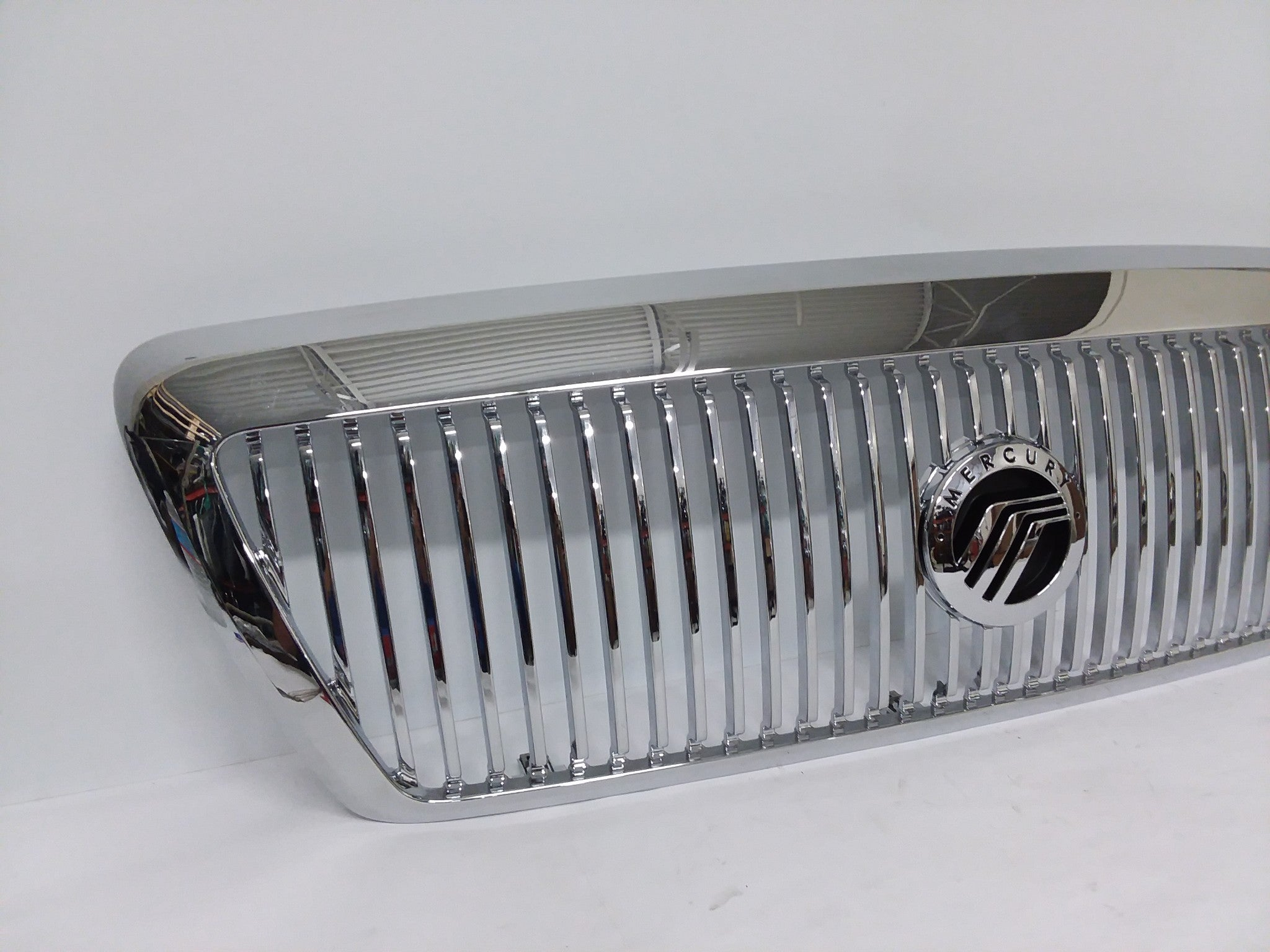 2003 - 2005 Mercury  Grand Marquis Chrome Grille W/ Emblem OEM - Click Receive Auto Parts
